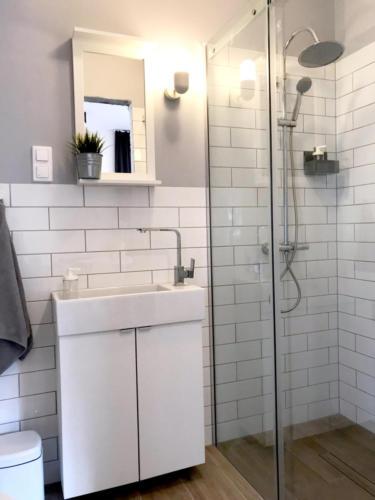 MARYNARSKA 2 /4 łazienka (wyposażona w pralkę)